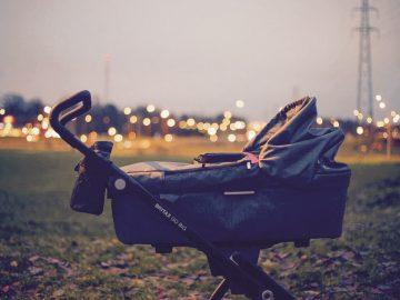 Kinderwagen vs. Babytrage